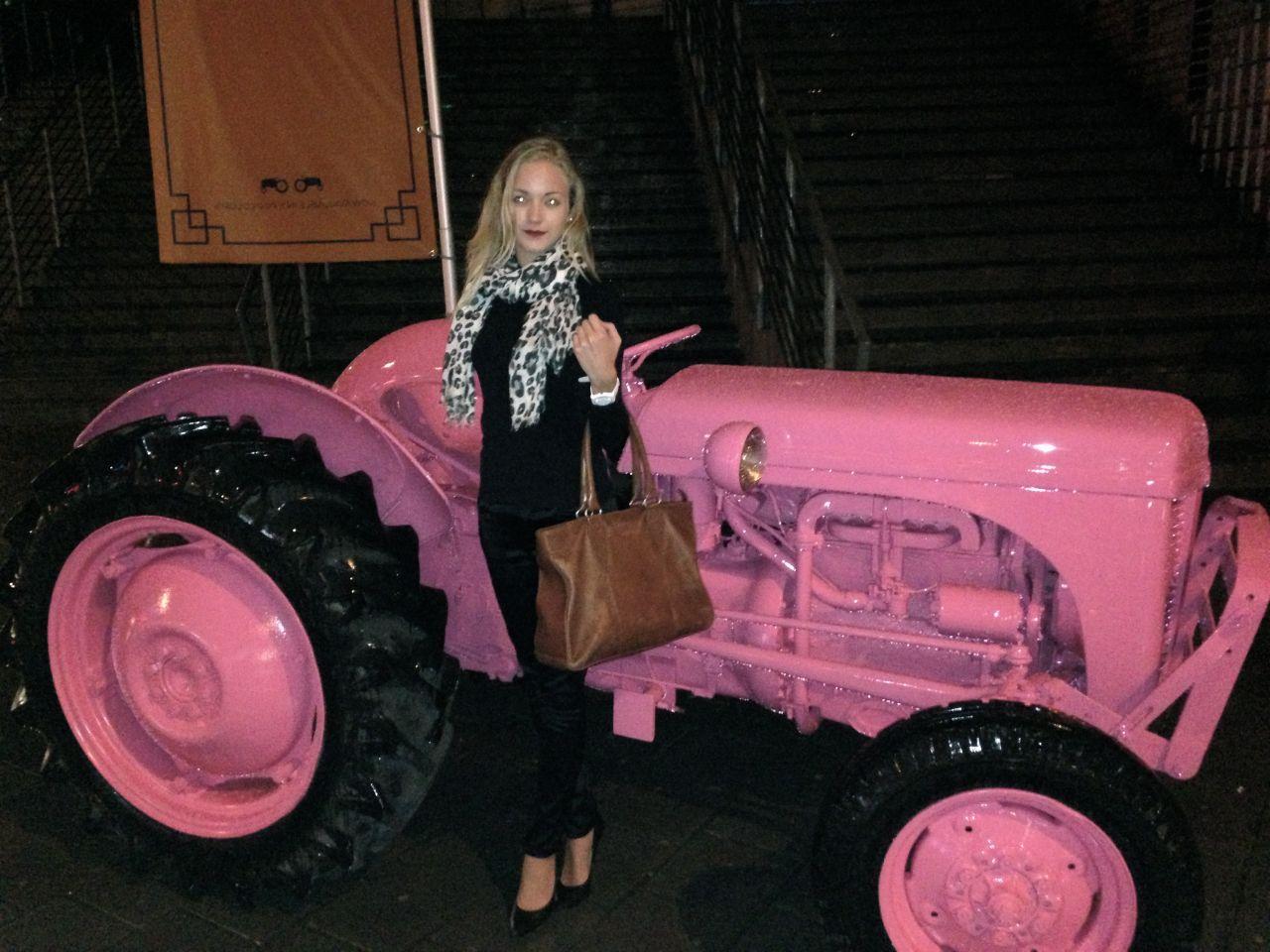 En tur på den rosa traktoren (: